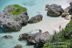 断崖の下の小さな浜