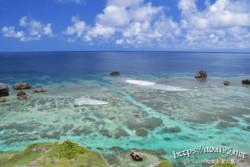東平安名崎の海