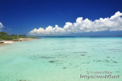 伊良部島のエメラルドの海