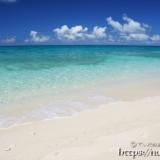ムスヌン浜に打ち寄せる波