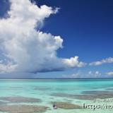 サンゴ礁の海に浮かぶ入道雲-フナクス-