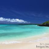 打ち寄せる青い波-砂山ビーチ-