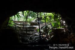 出口付近のラピュタの世界-牧山陣地壕