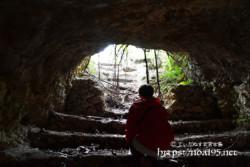 洞窟の出口-牧山陣地壕