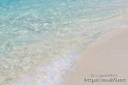 足元に打ち寄せる波-長間浜-