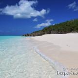 ビーチに打ち寄せる波-長間浜-