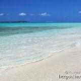 静かに打ち寄せる波-長間浜-
