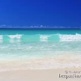 打ち寄せる青い波-渡口の浜-