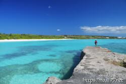 防波堤と青い海-渡口の浜-