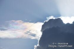 入道雲と神々しい彩雲