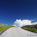 道の先に出現した入道雲